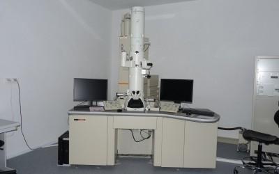 Transmisný elektrónový mikroskop