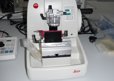 Plnoautomatický rotačný mikrotóm